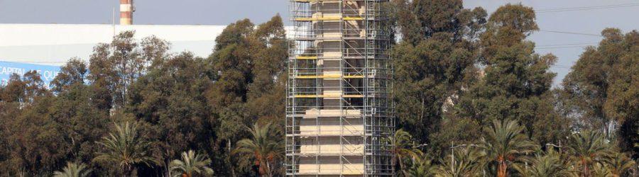 Instalan el andamio en el Monumento a Colón para las obras de restauración